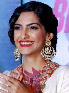 Sonam is always on point with her ethnic wear!