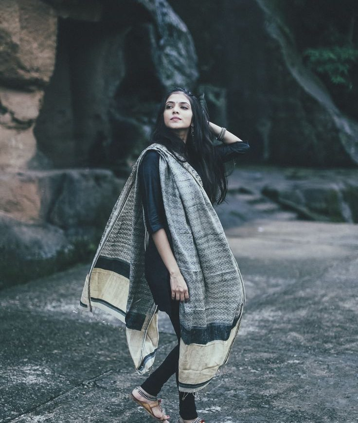 what to wear with black kurta