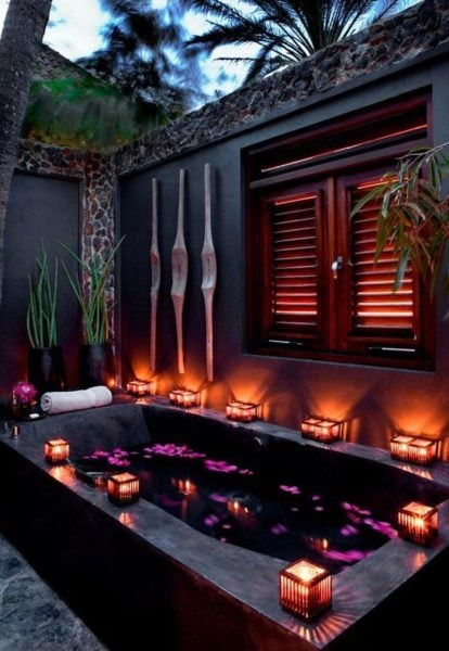 Say yes to a relaxing session at the spa! Source - dreamhomess.com