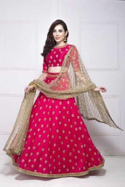 Can never go wrong with a traditional lehnga. Source - Flyrobe.com