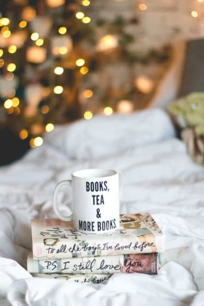 Year end is the perfect time to bundle up with a good book! Source - melinasouza.com