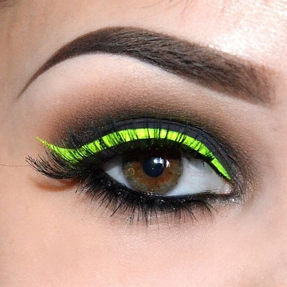 neon green eye liner