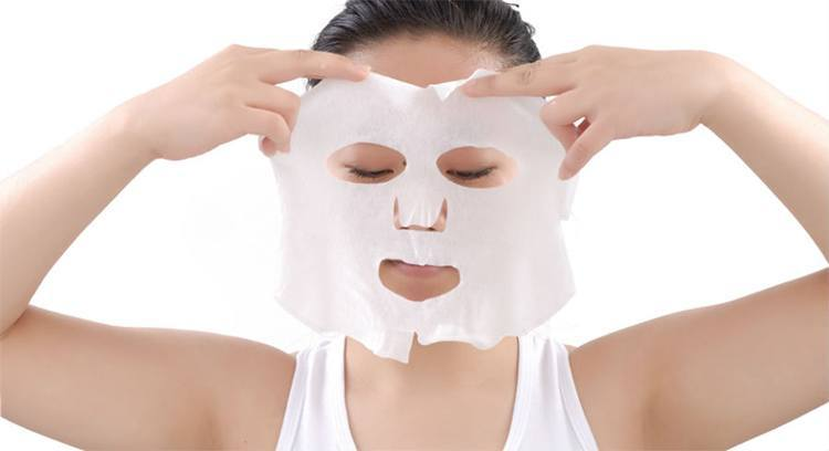 Place the mask on your face and relaaaxxx!!! Source - fashionlady.com