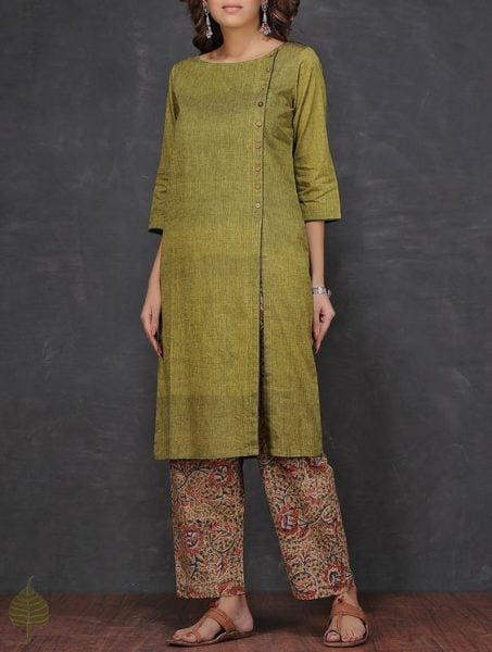Loving all things Olive this season. Earthy tones of this outfit have our heart. Source - Jaypore