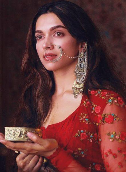 how to dress up like Deepika Padukone