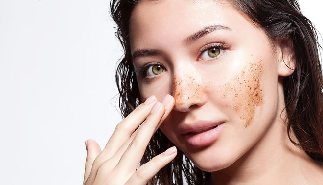 Natural Products That Reduce Puffiness Around The Eyes And Exfoliate